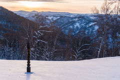 Coucher du soleil sur des montagnes d'Altai Photo stock