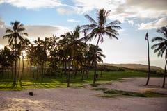 Coucher du soleil sur Isla de Pascua Rapa Nui Île de Pâques Threesome Photo stock