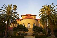 Coucher du soleil sur l'église à l'université de Standford Images stock