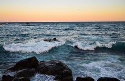 Coucher du soleil sur l'émeute de mer Photo stock