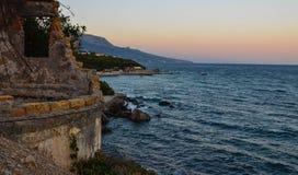 Coucher du soleil sur l'émeute de mer Photographie stock