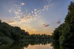Coucher du soleil sur l'étang Photo stock
