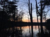 Coucher du soleil sur l'étang Image stock