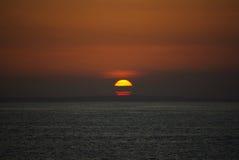 Coucher du soleil sur l'île de Bali photographie stock libre de droits