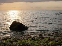 Coucher du soleil sur l'île de Buyukada, la mer de Marmara, Turquie Image stock