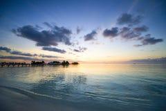 Coucher du soleil sur l'île de paradis des Maldives Mai 2011 Images stock