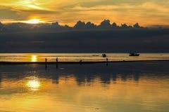 Coucher du soleil sur l'île de Phangan image libre de droits