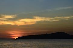 Coucher du soleil sur l'île de Ta Kiev de KOH Photographie stock libre de droits
