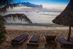 Coucher du soleil sur l'île de Waya, Fidji Image stock