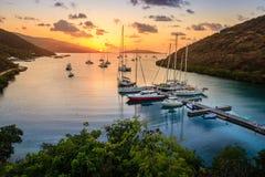 Coucher du soleil sur l'île tropicale Photo stock