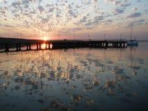 Coucher du soleil sur l'anomalie de Yuzhny de fleuve, Ukraine Image stock