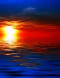 Coucher du soleil sur l'eau Photographie stock
