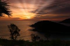 Coucher du soleil sur l'homme de Ko d'île à Phuket Photos stock