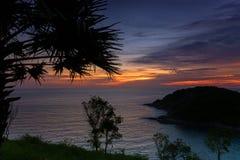 Coucher du soleil sur l'homme de Ko d'île à Phuket Photographie stock