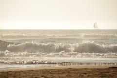 Coucher du soleil sur l'océan Image libre de droits