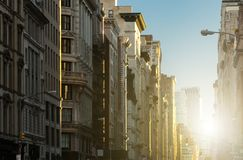Coucher du soleil sur la 5ème avenue à New York City Photo stock