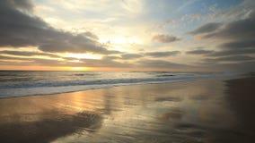 Coucher du soleil sur la côte atlantique, Bisacarosse, France clips vidéos