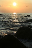 Coucher du soleil sur la côte d'Andaman Image stock
