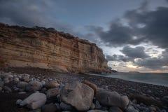 Coucher du soleil sur la côte en Chypre près de Paphos image stock