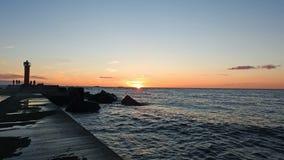Coucher du soleil sur la côte de mer baltique Images libres de droits