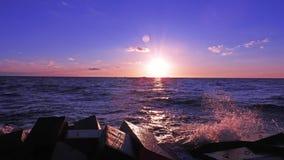 Coucher du soleil sur la côte de mer baltique Photo libre de droits