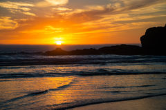 Coucher du soleil sur la côte rocheuse de l'Orégon Photos stock