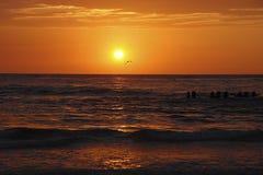 Coucher du soleil sur la mer Photographie stock