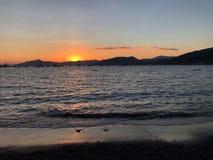 Coucher du soleil sur la mer Image stock