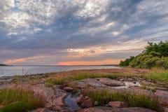 Coucher du soleil sur la mer baltique Image stock