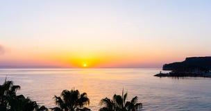 Coucher du soleil sur la mer Beauté de lever de soleil Photos stock