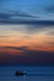 Coucher du soleil sur la mer Méditerranée. photos libres de droits