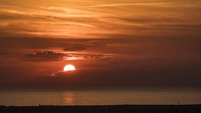 Coucher du soleil sur la mer toscane image libre de droits