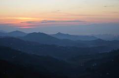 Coucher du soleil sur la montagne Images libres de droits