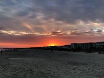 Coucher du soleil sur la plage photo libre de droits