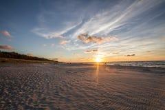 Coucher du soleil sur la plage Photo stock