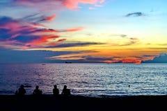 Coucher du soleil sur la plage Photographie stock
