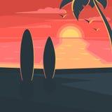 Coucher du soleil sur la plage avec le ressac Images stock