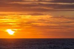 Coucher du soleil sur la plage dans Leba, mer baltique, Pologne Photo stock