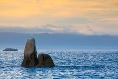 Coucher du soleil sur la plage de nègre d'escroquerie, De Pontevedra, Galicie, Espagne image libre de droits