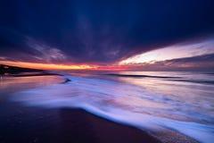 Coucher du soleil sur la plage en Hollandes Photos stock