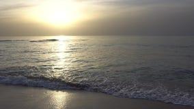 Coucher du soleil sur la plage en Israël banque de vidéos