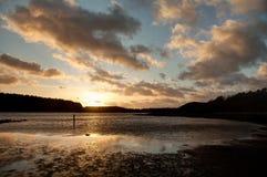 Coucher du soleil sur la plage en verre de réserve naturelle d'IAO Image libre de droits