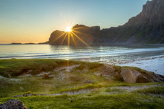 Coucher du soleil sur la plage sablonneuse Image libre de droits