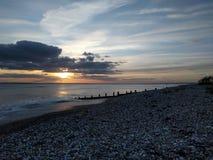 Coucher du soleil sur la plage wittering est Images stock