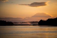 Coucher du soleil sur la rivière Photographie stock