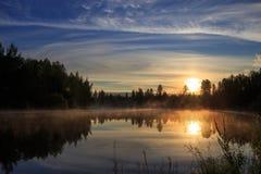 Coucher du soleil sur la rivière Images libres de droits