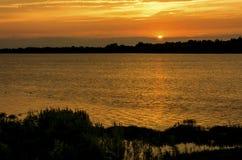 Coucher du soleil sur la rivière de Maumee Photos libres de droits
