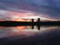 Coucher du soleil sur la rivière Dnieper images libres de droits