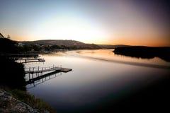 Coucher du soleil sur la rivière Kowie dans le port Alfred Image stock