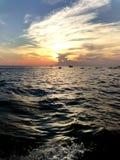 Coucher du soleil sur le bateau, Siem Reap, Cambodge Photos stock